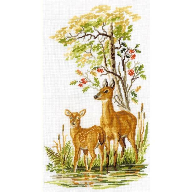 фото Набор для вышивания RTO «Олениха с олененком»
