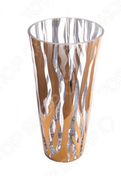 Ваза декоративная 51408Вазы<br>Ваза декоративная 51408 это симпатичная стеклянная ваза, которая украсит любой интерьер. Ваза представляет собой не просто подставку для цветов, а настоящее произведение искусства. Она сочетает в себе изысканный дизайн и максимальную функциональность, поможет вам подчеркнуть дизайн помещения, сделать акцент или украсить пустое пространство на полке. Такая ваза будет удачно смотреться как в прихожей, так и в гостиной или спальне. А может вы решили украсить дачу или загородный дом Попробуйте разнообразить интерьер с помощью ваз, в которые можно сразу поставить свежие цветы! Дача преобразится и заиграет новыми красками! Стеклянные вазы очень практичные, ведь их легко мыть. Стекло представляет собой уникальный материал, который не впитывает запах и если вы обнаружите аллергию на цветы, то быстро сможете избавиться от пыльцы и аромата. При необходимости вазу такого типа легко очистить с помощью мыльной воды, можете использовать мягкую губку. Этот предмет интерьера может стать хорошим подарком для любой женщины.<br>