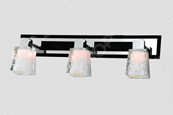 Светильник настенно-потолочный Rivoli Germione-W C-3 это светильник, способный служить как дополнительным, так и основным источником света в небольшой комнате . Потолочный светильник подходит для комнаты с низким потолком, поскольку занимает совсем немного места. Дизайн светильника это важный акцент интерьера. Вместе с бра или подсветкой он создает интересный световой ансамбль, преображающий комнату. Два варианта установки: настенное или потолочное.