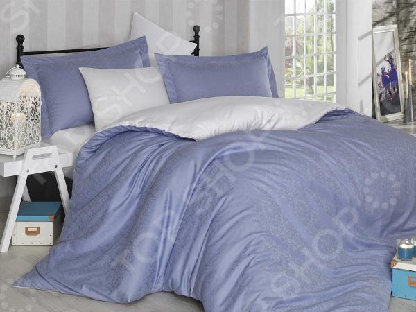 Комплект постельного белья Hobby Home Collection Damas. Цвет: лиловый. СемейныйСемейные<br>Комплект постельного белья Hobby Damas для создания уюта и комфорта в спальной комнате. Человек треть своей жизни проводит в постели, и от ощущений, которые вы испытываете при прикосновении к простыням или наволочкам, многое зависит. Чтобы сон всегда был комфортным, а пробуждение приятным, мы предлагаем вам этот комплект постельного белья. Приятный цвет и высокое качество комплекта гарантирует, что атмосфера вашей спальни наполнится теплотой и уютом, а вы испытаете множество сладких мгновений спокойного сна. Оцените преимущества постельного белья:  Мягкая, гладкая и шелковистая поверхность ткани.  Двойное нитяное плетение.  Легко стирать и гладить, не беспокоясь о потере формы и цвета.  Белье из текстиля высокого качества, сделанное по специальной технологии сложного переплетения нескольких видов нитей. Способно хорошо пропускать воздух и впитывать влагу. Также имеет отличные характеристики усадки и практически не мнется. Дизайн белья великолепно подойдет для спальни в классическом стиле, добавит в интерьер аристократическую легкость и элегантность. Перед первым применением комплект постельного белья рекомендуется постирать. Перед этим выверните наизнанку наволочки и пододеяльник. Для сохранения цвета не используйте порошки, которые содержат отбеливатель. Рекомендуемая температура стирки 40 С и ниже, без использования кондиционера или смягчителя воды.<br>
