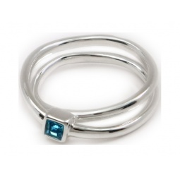 фото Кольцо Jenavi Эврика. Вставка: Swarovski голубой кристалл. Размер: 18