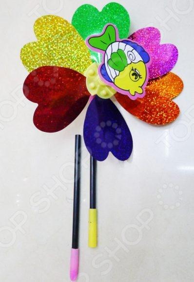 Игрушка-вертушка Shantou Gepai «Цветок с картинкой». В ассортиментеДругие игры и игрушки для улицы и активного отдыха<br>Товар продается в ассортименте. Цвет изделия при комплектации заказа зависит от наличия товарного ассортимента на складе. Игрушка-вертушка Shantou Gepai Цветок с картинкой оригинальная и занимательная игрушка, которая обязательно понравится активным и любознательным малышам. Игрушка выполнена в виде ветряной мельницы-цветочка, которая начинает двигаться если на нее подуть или поставить под поток воздуха. Яркие и красочные цвета и интересный рисунок заинтересуют малыша, поэтому эту вертушку он не будет отпускать долгое время.<br>