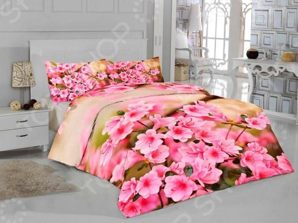 Комплект постельного белья «Весенние цветы». ЕвроКомплекты постельного белья Евро<br>Комплект постельного белья Весенние цветы . Евро это удобное постельное белье, которое подойдет для ежедневного использования. Чтобы ваш сон всегда был приятным, а пробуждение легким, необходимо подобрать то постельное белье, которое будет соответствовать всем вашим пожеланиям. Приятный цвет, нежный 3D принт и высокое качество ткани обеспечат вам крепкий и спокойный сон. Атлас и микрофибра, из которых сшит комплект отличается следующими качествами:  такие изображения кажутся объемными и реалистичными, а яркость и красота удивительных рисунков не оставят никого равнодушными.  они очень долгое время будут радовать всю вашу семью своей уникальной красотой.  обладает превосходными качествами по созданию микроклимата: позволяют коже дышать, впитывают влагу, создают комфорт и уют, позволяют высыпаться в гармонии и полностью отдохнувшими.  Верх пододеяльника и наволочек 50х70 выполнен из атласа, а низ из микрофибры. Постельное белье отличается экологически чистыми материалами и устойчивыми красителями. Ткань устойчива к механическим воздействиям. Перед первым применением комплект постельного белья рекомендуется постирать при температуре до 40 градусов. Перед стиркой выверните наизнанку наволочки и пододеяльник. Для сохранения цвета не используйте порошки, которые содержат отбеливатель.<br>