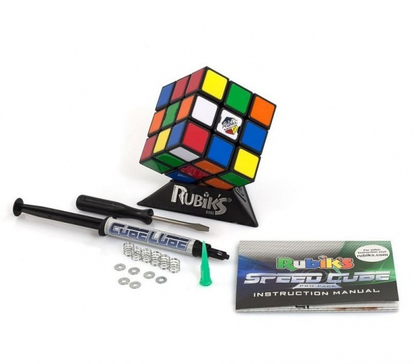 Игра-головоломка Rubiks «Скоростной Кубик Рубика 3х3»Головоломки<br>Игра-головоломка Rubiks Скоростной Кубик Рубика 3х3 станет замечательным подарком для вашего маленького любознательного малыша. С таким кубиком начинающий спидкубер быстро поставит первый рекорды. Игра станет превосходным, презентом для любителя головоломок и математических задач. Эта головоломка отличается от стандартной тем, что имеет регулировочные винты на всех 6 сторонах. В комплекте цветная инструкция-шпаргалка по сборке для начинающих, фирменный силиконовый гель-смазка Rubik 39;s Lube для пластика.<br>