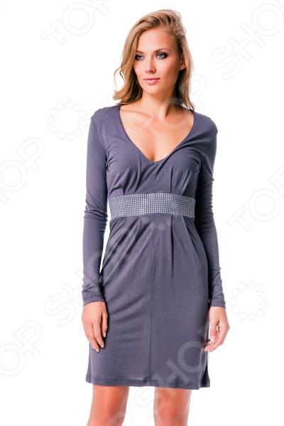 Платье Mondigo 8604. Цвет: темно-серыйПовседневные платья<br>Ни для кого не секрет, что мужчины гораздо чаще обращают внимание на женщин в платье, нежели на особ в джинсах и рубашках. И это не удивительно, ведь именно платье является исключительно женским предметом гардероба. Брюки, джинсы, рубашки и свитера женщины делят с сильной половиной человечества, даже юбки не являются исключительно женской вещью. Но только не платье! Платье безраздельно принадлежит женщине. Именно оно является самым важным элементом в гардеробе каждой модницы. Платье дарит ощущение женственности, выгодно подчеркивая изящные линии фигуры, делая свою обладательницу более изящной и женственной или строгой и сексуальной. Современная модная индустрия предлагает платья на любой вкус и фигуру, для любого времени года и события, остается только выбрать то, что подойдет именно вам. Платье Mondigo 8604 - изящная модель простого кроя с глубоким декольте и длинными рукавами, подчеркнет все достоинства фигуры. Главным украшением платья является вставка с аппликацией под грудью. Модель выполнена из мягкого и приятного на ощупь материала. Платье отлично подходит для повседневного ношения.<br>