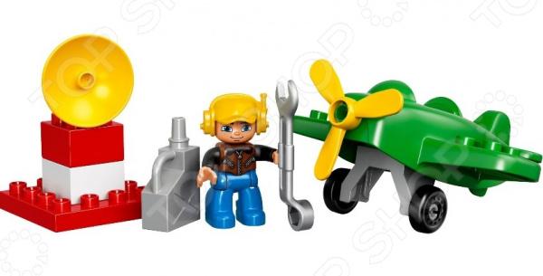 Конструктор игровой LEGO «Маленький самолет»Конструкторы LEGO<br>Конструктор игровой Lego Маленький самолет обязательно понравится ребенку. Он сможет самостоятельно собрать целую композицию, с которой потом можно будет играть. Играя с конструктором, ребенок будет развивать пространственное и логическое мышление, творческие способности и мелкую моторику рук. Кроме того, с получившейся игрушкой он сможет самостоятельно придумывать различные игровые ситуации, развивая тем самым и фантазию.<br>