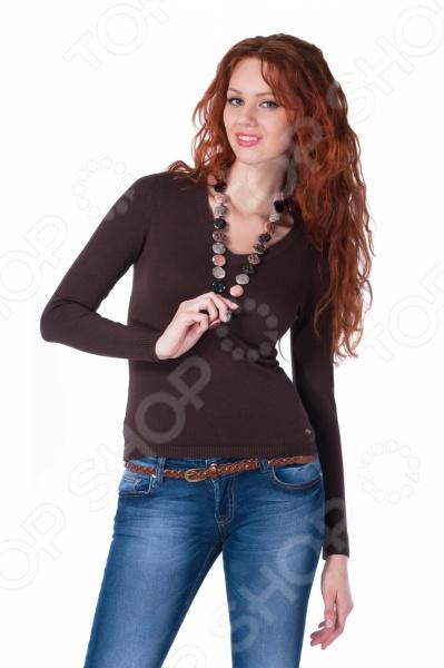 Джемпер Mondigo 9131. Цвет: коричневыйДжемперы. Кардиганы. Свитеры<br>Джемпер Mondigo 9131. Цвет: коричневый - универсальный элемент одежды в женском гардеробе. Он будет уместно смотреться и в повседневном, и в классическом стиле. Конечный образ будет различаться в зависимости от выбранного вами ансамбля. Так, сочетание джемпера с расклешенными от талии юбками, широкими брюками в стиле марлен создадут элегантный и стильный дуэт, который идеально подойдет для офиса. Не менее эффектно джемпер будет выглядеть в паре с узкими джинсами и юбками-карандашами, которые позволят создать красивый кэжуал или спортивный образ. Просто добавьте свои любимые аксессуары и оригинальный, уникальный наряд будет завершен. Однотонный джемпер Mondigo 9131 практичного коричневого цвета выполнен оригинальной вязкой, которая интересно заиграет в паре с различными по фактуре тканями. Неглубокий V-образный вырез выгодно подчеркнет вашу грудь, а приталенный крой грамотно обозначит тонкую талию. С его помощью вы без труда сможете составить нескучный образ, который в то же время будет отличаться максимальным удобством и комфортом. Порадуйте себя смелыми и элегантными образами с джемпером Mondigo 9131!<br>