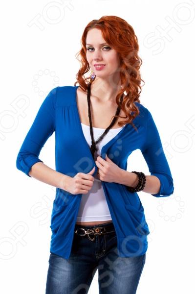 Жакет Mondigo 18495. Цвет: джинсовыйЖакеты. Пиджаки<br>Жакет Mondigo 18495 представляет собой стильный элемент верхней одежды свободного покроя с рукавом 3 4, на манжетах. Он выполнен из высококачественной вискозы, что делает его приятным и мягким на ощупь, а также не позволяет одежде электризоваться. На манжетах есть небольшой отворот, зафиксированный пуговицей, а на передней части с двух сторон расположены карманы. Жакет отлично подойдет для каждодневного использования.<br>