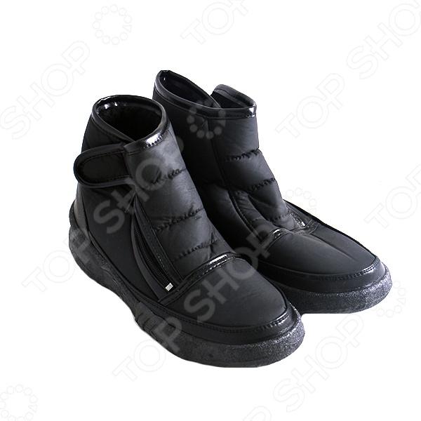 Ботинки влагостойкие Вероника это удобные ботинки, которые представляют собой модную, современную и практичную обувь. Эти ботинки станут незаменимым дополнением к вашему зимнему гардеробу, ведь их можно носить с джинсами и брюками, джинсовыми юбками, леггинсами или туникой. Кроме того, в них вы будете чувствовать себя комфортно как при активном отдыхе, так и в повседневной жизни. Идеальная обувь для сухой или слякотной зимы.  Данная модель ботинок изготовлена по уникальной технологии литьевого метода крепления, а устойчивая низкая подошва и внутренний мех позволят сохранить ноги в тепле даже при низких температурах. Модель имеет удобную застежку молнию, а так же дополнительную липучку для регулирования по полноте ноги. Высококачественный водоотталкивающий материал верхней поверхности сапог будет надежно защищать от попадания влаги. Вы без труда отмоете ботинки, верхнее покрытие не желтеет, не впитывает грязь и не трескается.