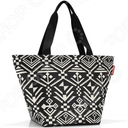 Сумка для покупок Reisenthel Shopper M hopi это удобная сумка, которая подходит для любых предметов. Можно использовать ее для походов в магазин, на работу или учебу, на пикник и для любого повседневного использования. Просторная сумка имеет внутренний объем на 15 литров, закрывается на широкую молнию, которую можно открывать одной рукой. Внутри есть вместительный карман на молнии для мелких предметов.
