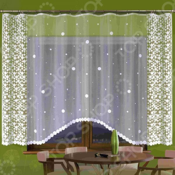 Гардина Wisan 129ЕЗанавески. Гардины. Тюли<br>Гардина Wisan 129Е это качественный оконный занавес, который преобразит интерьер и оживит атмосферу, придав всей комнате домашний уют, завершенность и оригинальность. Гардина изготовлена из полиэстера, который практически не мнется, легко отстирывается от загрязнений, не притягивает пыль и не требует глажки. Благодаря этому ткань способна выдержать сотни стирок без потери цвета и прочности. Обычные материалы со временем выгорают, на них собирается пыль, появляются неприятные запахи. С полиэстером этого не происходит гардина почти не пачкается и не впитывает запахи, при этом вы очень легко ее постираете и высушите. Интерьер квартиры или дома, в котором окна не украшены занавесом, сегодня трудно представить, поэтому гардина станет отличным подарком для любого человека. Купить гардину способ недорого, быстро и изящно преобразить дизайн домашнего интерьера!<br>