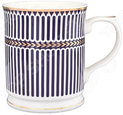 Кружка Elan Gallery «Синие полоски» 730550Кружки. Чашки<br>Кружка Elan Gallery Синие полоски 730550 изготовлена из высококачественной керамики и дополнена декоративным рисунком. Посуда из этого материала позволяет максимально сохранить полезные свойства и вкусовые качества воды. Заварите крепкий, ароматный чай или кофе в представленной модели, и вы получите заряд бодрости, позитива и энергии на весь день! Классическая форма и универсальная цветовая гамма изделия позволят наслаждаться любимым напитком в атмосфере еще большей гармонии и эмоциональной наполненности. Преимущества кружки Elan Gallery Синие полоски 730550:  Изготовлена из керамики, что позволяет сохранить полезные свойства и вкусовые качества воды.  Украшена интересным рисунком.  Вмещает большой объем, который составляет 400 мл.  Подойдет в качестве подарка для ваших любимых, родных и близких. В кружке Elan Gallery Синие полоски 730550 любой напиток станет еще вкуснее! Внимание! Не рекомендуется применять абразивные моющие средства.<br>