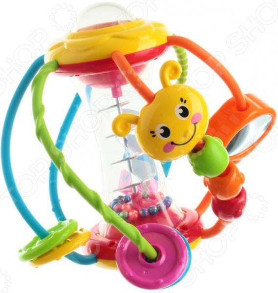 Игрушка развивающая для малыша Huile Toys «Шар»Другие развивающие игрушки и игры<br>Игрушка развивающая для малыша Huile Toys Шар забавная игрушка, которая обязательно понравится малышу и вовлечет его в многочасовую увлекательную игру. Слегка встряхнув шарик можно увидеть, как в центральной прозрачной части перемещаются по спирали маленькие шарики-бусинки. Вверху по центру расположена кнопка, при нажатии на которую раздается забавный писк. В нижней части игрушки имеется вращающийся шар с картинкой. Все детали, расположенные на цветных дугах, подвижны. Этот яркий шар полон необычными интересными деталями, которые разовьют воображение малыша, помогут сформировать его тактильные ощущения, цветовое восприятие и мелкую моторику рук.<br>