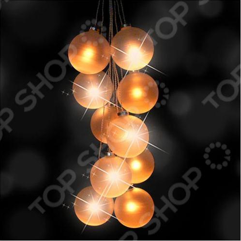 Гирлянда электрическая Luca Lighting 1692661 с 10 LED лампами поможет создать праздничное новогоднее настроение и принесет радость всем окружающим. Этой гирляндой можно украсить комнату в квартире или праздничный зал. Она поможет по-настоящему ощутить праздничное новогоднее настроение детям и взрослым. Гирлянда подойдет для декорирования окон, стен, шкафов. Гирлянда оформлена в виде виноградной грозди из десяти стеклянных матовых шаров диаметром 10 см.