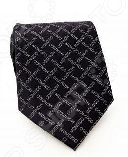 Галстук Mondigo 33531Галстуки. Бабочки. Воротнички<br>Галстук Mondigo 33531 это стильный мужской галстук из темно-синего цвета высококачественной микрофибры, украшенный фирменными надписями. Галстук давно стал неотъемлемым аксессуаром мужского гардероба. Многие мужчины, предпочитающие костюмы или же вынужденные носить их по долгу службы, знают, что галстук это способ придать индивидуальности. Правильно подобранный галстук может многое рассказать о его владельце: о вкусе, пристрастиях и характере мужчины. Галстук сделан из качественного материала, который хорошо держит узел.<br>