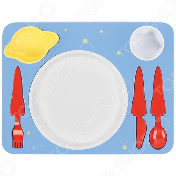 Поднос-сервиз для ребенка Doiy Space - великолепный подарок для маленьких космонавтов! Вам никак не удается усадить за стол вашу маленького непоседу С таким удивительным набор теперь это не составит труда, ведь любое блюда станет намного аппетитнее в такой посуде и есть его ребенок будет с большим удовольствием. Тарелка в виде луны, столовый приборы в форме космических ракет, мисочка-соусница в форме Сатурна и стаканчик-звездочка! Разве не так едят самые настоящие космонавты Все элементы набора выполнены из высококачественных, прочных и безопасных материалов: поднос из меламина, материала не содержащего вредного Бисфенола А. Верхние мисочки можно мыть в посудомоечной машине, а вот греть поднос в микроволновке не рекомендуется.
