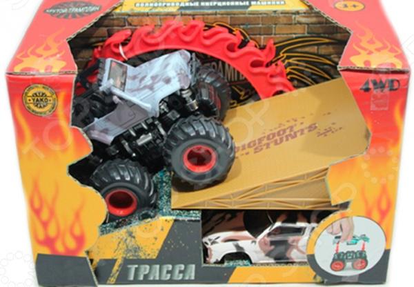 Машинка инерционная полноприводная Yako 6508-2Машинки<br>Машинка полноприводная 6508-2 это реалистичная копия настоящего монстр-трака. Модель выпущена известной компанией по производству игрушек Yako. Автомобиль изготовлен из качественных материалов и обладает потрясающей детализацией. Главной его особенностью является сменный корпус, который можно найти в комплекте. Кроме того, внедорожник оснащен фрикционным механизмом, что сделает игровой процесс еще более захватывающим. Машина без проблем преодолевает подъем в 30 , а при постановке на дыбы она вращается вокруг своей оси. Игра на детской площадке или в песочнице с такой машинкой надолго займет малыша и не даст ему заскучать. Яркий джип разнообразит игровые ситуации, откроет новые сюжеты для маленького автолюбителя и поможет развить мелкую моторику рук, внимание, воображение и координацию движений. В набор также входят трамплин и сборное огненное кольцо, что позволяет играть в игру Прыжок сквозь огонь . Не упустите шанс порадовать ребенка замечательным подарком!<br>