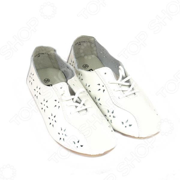 Туфли женские Эго «Соло»Туфли<br>Туфли женские Эго Соло на низкой подошве не только обеспечат комфорт и удобство при ходьбе, но и подчеркнут вашу индивидуальность и неповторимый стиль. Модель отличается современным оригинальным дизайном и великолепным качеством исполнения. Идеальный выбор для весенне-летнего сезона.  Легкая и комфортная обувь разработана белорусскими дизайнерами  Изготовлены по уникальной технологии литьевого крепления  Устойчивая подошва сделана из ТЭП  Туфли неприхотливы в уходе и не требуют приобретения особых средств по уходу за обувью. Туфли Эго Соло маломерки, приобретайте на 2 размера больше.<br>