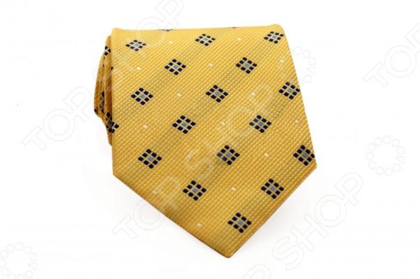 Галстук Mondigo 33624Галстуки. Бабочки. Воротнички<br>Галстук Mondigo 33624 - стильный мужской галстук, выполненный из микрофибры, которая обладает высокой устойчивостью и выдерживает богатую палитру оттенков. Галстук желтого цвета, украшен узором из квадратиков по диагонали. Такой стильный галстук будет очаровательно смотреться с мужскими рубашками темных и светлых оттенков. Упакован галстук в специальный чехол для аккуратной транспортировки. Дизайн дополнит деловой стиль и придаст изюминку к образу строгого делового костюма.<br>