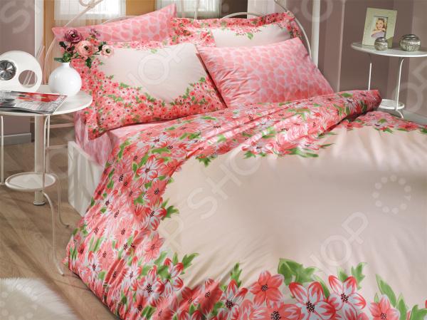 Комплект постельного белья Hobby Home Collection Esperanza. Цвет: красный. ЕвроЕвро<br>Выбор постельного белья дело ответственное, ведь от его качества зависит то, насколько комфортно вы будете чувствовать себя. Не стоит отвлекаться на яркий и красочный дизайн, главное состав ткани! Постельное белье из синтетических волокон хоть более долговечно и очень красивое, но совсем не пропускает воздух и не отводит влагу. Поэтому, если вы не хотите просыпаться каждый раз в поту такое постельное белье стоит оставить для особых случаев. Однако не стоит увлекаться и изделиями из жестких натуральных тканей. Так, постельное белье с добавлением льна выглядит достаточно привлекательно и аутентично, но может доставить вашей чувствительной коже некоторый дискомфорт. Отличный выбор для комфортного сна! Комплект постельного белья Hobby Home Collection Esperanza. Цвет: красный удивительно удобное и практичное постельное белье, которое удивит даже самых взыскательных покупателей. Этот комплект выполнен из прочного хлопкового материала поплина, который отличается от бязи мягкостью, гладкостью и шелковистостью. Ткань имеет около 63 переплетений нитей на один квадратный сантиметр. Это делает белье не только плотным, но и долговечным, стойким к бутовому истиранию! Такой комплект станет отличным решением для повседневного использования. Легкая и гигроскопическая ткань практически не мнется, поэтому белье не собирается в грубые складки даже во время самого беспокойного сна.  Почему стоит выбрать этот комплект постельного белья  Натуральные хлопковые волокна являются неблагоприятной средой для размножения пылевых клещей и грибков.  Плотная и приятная на ощупь ткань не мнется и не деформируется, не электризуется.  Натуральный материал отлично впитывает влагу и прекрасно пропускает воздух, что обеспечивает оптимальный для вашего тела микроклимат. Летом в на таком постельном белье будет прохладно, а зимой тепло.  Не доставляет дискомфорт даже чувствительной коже.  Прост в уходе, легко отстирываетс
