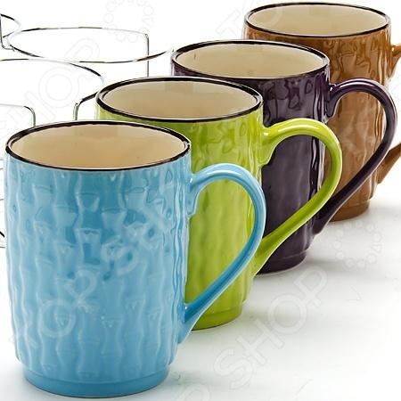 Набор чашек Mayer&amp;amp;Boch MB-24647Кружки. Чашки<br>Набор чашек Mayer Boch 24647 включает в себя 5 предметов четыре чашки и удобную металлическую подставку, в которой эти чашки можно будет хранить. Такой набор чашек отлично подойдет для использования дома и в офисе. Они выдерживают высокие температуры и их можно ставить в микроволновую печь. Объем каждой чашки 427 мл, как раз большая порция вашего любимого напитка. Если напиток в чашке остыл не отчаивайтесь, вы сможете подогреть его в микроволновой печи. Посуда и кухонные принадлежности компании Mayer Boch это новое поколение кухонной посуды, которое создано ведущими мировыми специалистами с использованием самых современных технологий. Компания выпускает экологически чистые изделия с соблюдением международных норм безопасности, так что вы сможете использовать посуду и кухонные приборы в быту долгие годы без вреда для здоровья.<br>