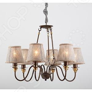 Люстра подвесная Rivoli Kortny 9701-P-6 это красивый и мощный светильник, который способен ярко освещать целую комнату. Встраиваемый светильник может служить единственным источником света или дополняться декоративными светильниками. Светильник подходит для низких потолков, поскольку занимает достаточно мало места. Классический светильник, который позволит вам подсветить комнату, или напротив создать рассеянное освещение. Потолочный светильник может выступать как локальным источником света, так и основным, можно осветить рабочую зону или подчеркнуть интерьер. Если вы хотите создать в квартире определенный интерьер, то, в большинстве случаев, без потолочных светильников вам не обойтись. Следует заметить, что потолочные светильники прекрасно подходят для рабочих помещений, кабинетов и офисов. Можно использовать как замену люстр в маленьких помещениях, например, в помещениях где низкие потолки и вешать люстру просто невозможно. Кроме того, потолочные светильники помогут создать неповторимую атмосферу в коридорах. Свет, который излучается очень мягкий, при этом достаточно хорошо освещает помещение.