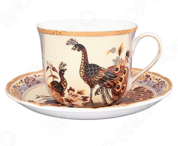 Чайная пара Elan Gallery «Павлин на бежевом»Чайные и кофейные пары<br>Не секрет, что любые блюда и напитки требуют особой подачи и сервировки. Это позволяет вам и вашим гостям насладиться не только их прекрасным вкусом, но и получить настоящее эстетическое удовольствие. Не исключением является и чай, для подачи которого используются чайные сервизы или, так называемые, чайные пары. Чайная пара Elan Gallery Павлин на бежевом станет отличным дополнением к набору вашей посуды и прекрасно подойдет для сервировки стола. В набор входит блюдце и чайная чашка объемом 400 мл. Посуда выполнена из высококачественной керамики и украшена ярким оригинальным рисунком.<br>