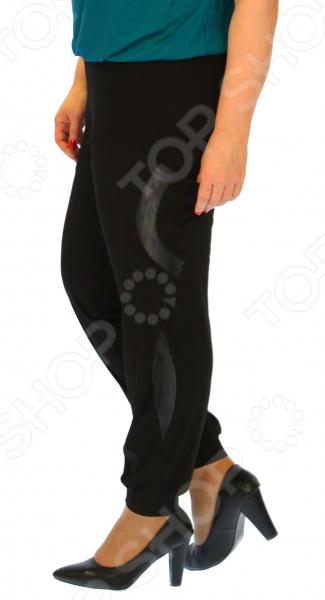 Брюки Pretty Woman «Томила»Брюки. Бриджи. Шорты<br>Брюки Pretty Woman Томила удобная вещь для повседневного использования, сшитая из легкой эластичной ткани. За счет особенностей кроя эти брюки подчеркнут достоинства и скроют недостатки фигуры. Модель прекрасно смотрится с туфлями на каблуке и без.  Модные классические брюки, декорированный вставками из ткани фактура отличается от основной ткани .  Удобный пояс на широкой резинке.  Предусмотрены боковые карманы.  Слегка заужены к низу, штанины на манжетах.  Уникальная модель, доступная только в телемагазине Top Shop . Изделие выполнено из мягкого трикотажа, состоящего на 50 из полиэстера и на 50 из вискозы. Материал хорошо тянется, при этом довольно прочный. Ткань формы от стирки не теряет и не линяет.<br>