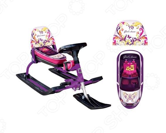 Снегокат Барс Comfort Auto это оригинальный снегокат для снежной зимы для детей от 4 лет! Специально разработанный дизайн для девочек. Модель со складывающейся спинкой. Снегокат украшен рисунком в виде кабриолета на сиденье и выполнен в ярком, фиолетовом цвете. Лыжи и руль выполнены из ударопрочного морозостойкого пластика. У снегоката классическая рама, удобный руль и система торможения. Ребенок легко сможет управлять им, поскольку не требуется особых навыков управления. Имеется амортизатор над передней лыжей. Он поможет смягчить удары на неровной горке и кочках. Ножной тормоз предусмотрен для снижения скорости перед препятствием, а рулевой ограничитель угла поворота обеспечит безопасное катание. Особенности снегоката:  Maксимальная нагрузка - 100 кг;  Мягкое сиденье;  Амортизатор передних опор;  Рама - сталь;  Тормоз - ножной, сталь;  Лыжи и руль из морозостойкого ударопрочного пластика;  Сиденье - искусственная кожа;  Рисунок шелкография;  Складывающаяся спинка с кожухом;  Подставка для ног;  Буксировочный трос в комплекте;  Удобная съемная спинка.