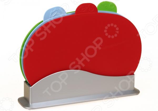 Набор разделочных досок POMIDORO SET77Разделочные коврики и доски<br>Набор разделочных досок POMIDORO SET77 компактный комплект из разноцветных досок для повседневного использования. Благодаря специальным индикаторам на каждой модели, вы ни за что не перепутаете доски. В наборе 3 пластиковых изделия: для готовых продуктов, сырого мяса и рыбы. Все доски хранятся в компактной подставке. Толщина доски 4 мм.<br>