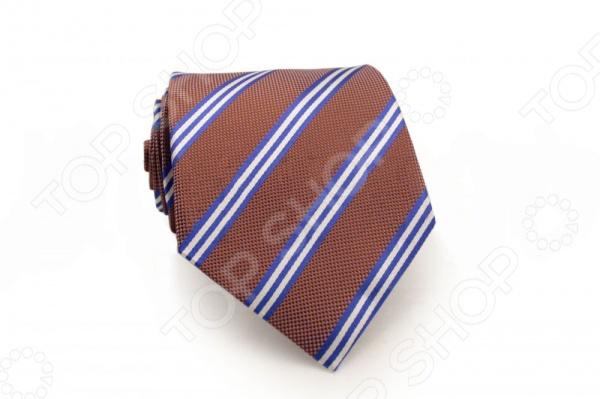 Галстук Mondigo 44327Галстуки. Бабочки. Воротнички<br>Галстук Mondigo 44327 - стильный мужской галстук ручной работы, выполненный из шелка, который обладает хорошими гигиеническими свойствами и особым блеском. Галстук цвета какао, из фактурной ткани в клеточку и украшен тонкими диагональными полосками. Края галстука обработаны лазерным методом. На обратной стороне галстука находится простроченная шелковая нитка, которая позволяет регулировать длину изделию. Такой стильный галстук будет очаровательно смотреться с мужскими рубашками темных и светлых оттенков. Необычный дизайн дополнит деловой стиль и придаст изюминку к образу строгого делового костюма.<br>