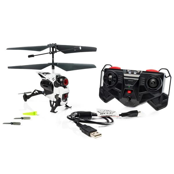 Вертолет на радиоуправлении AirHogs с камерой игрушечный вертолет оснащенный камерой для видеосъемки. В комплект входит 3-х канальный ИК пульт управления с помощью которого можно будет направлять вертолет. Встроенная камера имеет 0,3 Мп и обеспечивает хорошее качество картинки. Запись ведется на накопитель размером 128 Мб. Ролики можно будет скопировать с помощью кабеля USB, который входит в комплект. Оригинальный радиоуправляемый вертолет станет отличным подарком для мальчика и даже для мужчины. Работает от 3-х батареек типа ААА.