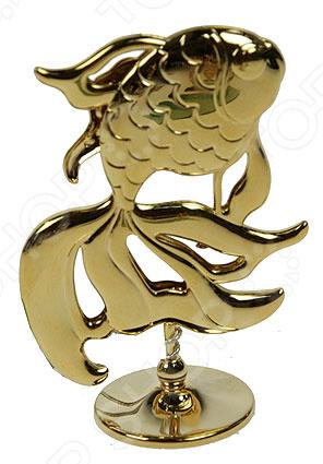 Фигурка декоративная Crystocraft «Золотая рыбка» с кристаллами SwarovskiСтатуэтки и фигурки<br>Фигурка декоративная Crystocraft Золотая рыбка с кристаллами Swarovski настоящее произведение искусства! Это изящное изделие займет особое место в доме, удивляя ваших гостей своей красотой. Эта небольшая, но очень яркая статуэтка будет идеально сочетаться со стилем вашего интерьера и грамотно дополнять его. Вы можете поставить фигурку в любой комнате, где, по вашему мнению, она будет смотреться и радовать глаз. Также, декоративная статуэтка послужит великолепным подарком начальнику, коллеге, другу или родственнику. Она не только очарует красотой, но и поможет сохранить в памяти приятные воспоминания. Композиция Золотая рыбка выполнена стильно и безупречно. Модель изготовлена из высококачественного металла с золотым покрытием и украшена кристаллами Swarovski. Эти кристаллы обрабатываются как бриллианты, позволяя граням блистать сотнями различных оттенков. Фигурка выполнена в виде золотой рыбки из знаменитой сказки. Все элементы аксессуара отполированы до зеркального блеска и надолго сохраняют свой первоначальный вид. Это изделие не только оживит ваш кабинет или гостиную, но и создаст незабываемую уютную атмосферу в вашем доме.<br>