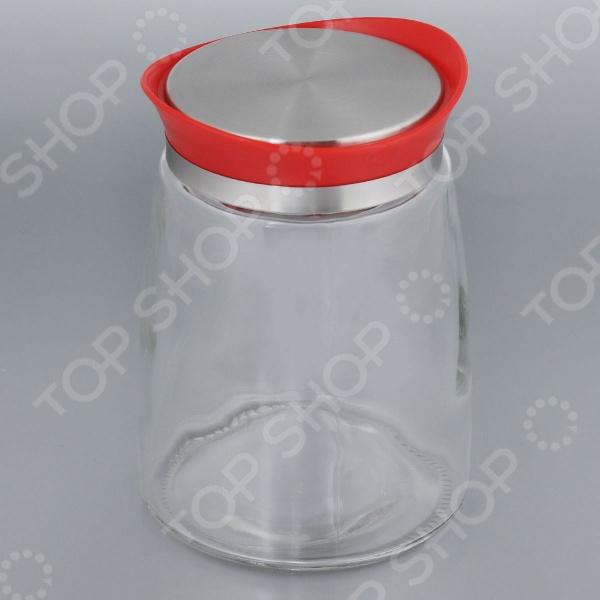 Банка для сыпучих продуктов Bohmann ErgonomicБанки для хранения<br>Банка для сыпучих продуктов Bohmann Ergonomic станет ярким, красивым, а главное практичным дополнением вашей кухни. Изделие выполнено из качественного стекла, который отличается своей практичностью и прекрасными эксплуатационными характеристиками. В такой оригинальной баночке будет удобно хранить разнообразные сыпучие продукты, например, крупу, специи, соль, перец, кофе, чай, макароны., а также мед или варенье. Удобная пластиковая крышечка с металлической вставкой плотно и герметично закрывается, поэтому не позволит влаге, воздуху и вредным насекомым проникать в баночку. Емкость отличается современным лаконичным дизайном, поэтому она не только сэкономит пространство на вашей кухне, но и украсит её интерьер.<br>