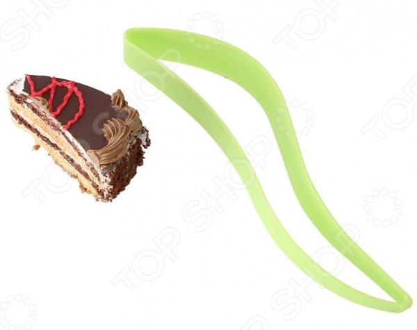 Нож-прихватка для тортов и пирожных Ruges «Сласти»Кухонная мелочь<br>Нож-прихватка для тортов и пирожных Ruges Сласти станет отличным дополнением к набору аксессуаров и принадлежностей для кухни. Изделие выполнено из пищевого силикона и предназначено для нарезания, сервировки и раскладки торта по порционным тарелкам. Благодаря специальной конструкции, вам не придется касаться торта пальцами, удержание куска происходит за счет сжатия прихватки. Изделие легко моется и не впитывает запахи.<br>