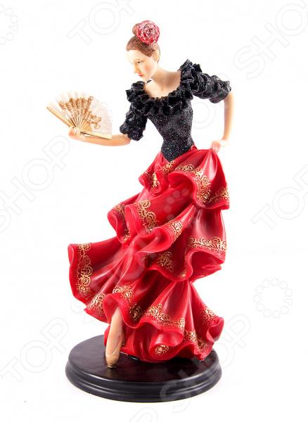 Статуэтка «Фламенко»Статуэтки и фигурки<br>Статуэтка Фламенко не только внесет яркий акцент в интерьер вашего дома, но и отлично подойдет в качестве сувенирного подарка родным и близким. Модель выполнена из высококачественных материалов, отличается оригинальным дизайном и великолепным качеством исполнения. Подобные элементы декора широко используются в дизайне интерьера и позволяют придать ему еще больше гармоничности и нетривиальности. В качестве материала изготовления для статуэтки используется искусственный камень, или, как его еще называют полистоун. Данный материал отлично зарекомендовал себя в производстве различных предметов интерьера, благодаря своей экологичности, прочности и устойчивости к высоким температурам и механическим повреждениям. Помимо прочего, он достаточно неприхотлив в уходе: вам будет необходимо всего лишь время от времени протирать статуэтку мягкой тканью от пыли.<br>