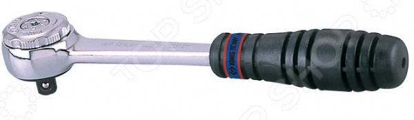 Трещотка King Tony KT-2755-55GТрещоточные ключи<br>Трещотка King Tony KT-2755-55G это практичный инструмент, который будет просто незаменим при монтаже и демонтаже различных резьбовых соединений. Он предназначен для работы с торцевыми головками, присоединение которых осуществляется при помощи посадочного квадрата. Трещотка также подходит для комфортной работы с удлинителями для монтажа и демонтажа различных крепежных узлов. Инструмент будет просто незаменим на станциях технического обслуживания автомобилей, в автомобильных сервисных центрах и домашних автомастерских. Трещоточный механизм ключа позволяет работать им, не отрывая от закручиваемой детали.  Удобная металлическая рукоятка с насечками обеспечивает удобный и надежный хват, прекрасную воздухопроницаемость. Рабочая часть трещотки выполнена из качественной стали, главными преимуществами которой можно назвать прочность, долговечность, устойчивость к механическим повреждения и истиранию, устойчивостью к появлению ржавчины и коррозии. Данный инструмент отличается простотой и удобством в применении. Он поможет легко и быстро справиться с крепежными работами как в быту, так и в профессиональной сфере деятельности.<br>