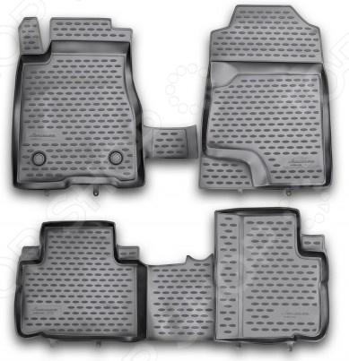 Комплект ковриков в салон автомобиля Novline-Autofamily Great Wall Hover H6 2012Коврики в салон<br>Комплект ковриков в салон автомобиля Novline Autofamily Great Wall Hover H6 2012 поможет обеспечить чистоту и комфортные условия эксплуатации вашего автомобиля. Используйте эти коврики, чтобы защитить оригинальное покрытие пола от грязи, пыли, пятен и воздействия влаги. Изделия созданы из экологически чистого полимерного материала, прошедшего строгий гигиенический контроль. Оцените основные преимущества полиуретановых ковриков Novline:  Нейтральность к агрессивному воздействую различных химических сред.  Высокая устойчивость к значительным перепадам температур в диапазоне от -50 до 50 C .  Устойчивость к воздействию ультрафиолетовых лучей.  Значительно легче резиновых аналогов. Легко очищаются от грязи, обладают повышенной износостойкостью.  Свойства материала и текстура поверхности коврика обеспечивают противоскользящий эффект.  Форма ковриков разработана с учетом особенностей конкретной марки и модели автомобиля применяется технология 3D-сканирования для максимальной точности , что избавляет владельца от необходимости их подгонки под салон своей машины. Коврики надежно фиксируются на своих местах и не смещаются.  Передняя часть водительского ковра имеет специальную форму, исключающую зацепление педали за изделие.<br>