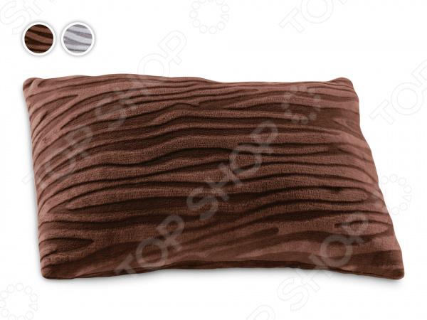 Подушка декоративная Dormeo ZebraПодушки<br>Декоративная подушка Dormeo Zebra это элегантное дополнение к интерьеру вашей квартиры или дома. Подушка Dormeo Zebra мягкая, приятная на ощупь. Размер подушки Dormeo Zebra 40х60 см. Для полного комплекта к подушке вы можете купить плед той же расцветки. Подушка изготовлена из прочного материала, за ней легко ухаживать. Вы можете стирать ее в стиральной машине при температуре 40 градусов. Преимущества:  удобная, мягкая, компактная подушка;  расцветка для любого интерьера;  идеально сочетается с пледом Зебра;  легко ухаживать, машинная стирка 40 C;  не теряет форму со временем;  долговечный материал. Воплотите модные тенденции в интерьере с помощью подушек и пледов Зебра.<br>