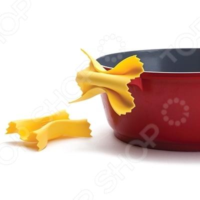 Набор прихваток силиконовых Monkey Business FarfalloniКухонные полотенца. Прихватки<br>Набор прихваток силиконовых Monkey Business Farfalloni позволит вам уберечь свои руки от ожога и удобно чувствовать себя на кухне, что бы вы не готовили. Выполненные из силикона, прихвати не занимают много места и могут быть использованы для переноса практически любой посуды. Оригинальный внешний вид, в виде макарон, поднимет вам настроение и сделает обыденный процесс приготовления еды намного оригинальнее.<br>