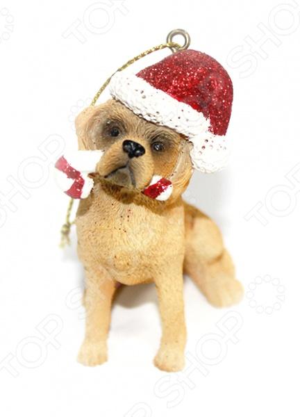 Елочное украшение-подвеска Crystal Deco «Собачка» 1707809Новогодние шары. Игрушки<br>Елочное украшение-подвеска Crystal Deco Собачка 1707809 поможет вам создать праздничное настроение и станет достойным украшением предстоящего торжества. С давних пор в канун Рождества и Нового Года, люди наряжали хвойные деревья, надеясь на здоровье, счастье и благополучие в наступающем году. Сначала на новогоднее дерево вешали фрукты, ленты, шишки, но игрушки были крайне недолговечны. В наше время выбор новогодних украшений невообразимо велик. Украсить елку, сделать ее самой красивой, нарядной и при этом сохранить свою личную индивидуальность поможет дизайнерская коллекция новогодних украшений от компании Crystal Deco. Оригинальная подвеска в виде собачки в колпаке превратит вашу лесную красавицу в настоящий шедевр, который подарит радость вашим родным, близким и любимым.<br>
