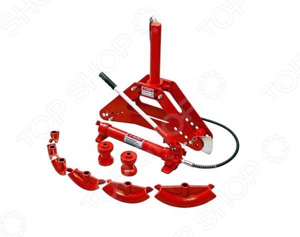 Трубогиб гидравлический Зубр «Эксперт» 43077-10Гидравлическое оборудование<br>Трубогиб гидравлический Зубр Эксперт 43077-10 - инструмент, который используется для изменения формы труб. Изменение происходит посредством направленного давления. Заготовка крепится и прокатывается между оправой и роликом. Трубогиб применяется в слесарных и кузнечных работах. В комплект с трубогибом входят 8 насадок и 4 ролика. Ход штока - 315 мм. Подходит для гибки водо-газопроводных труб.<br>