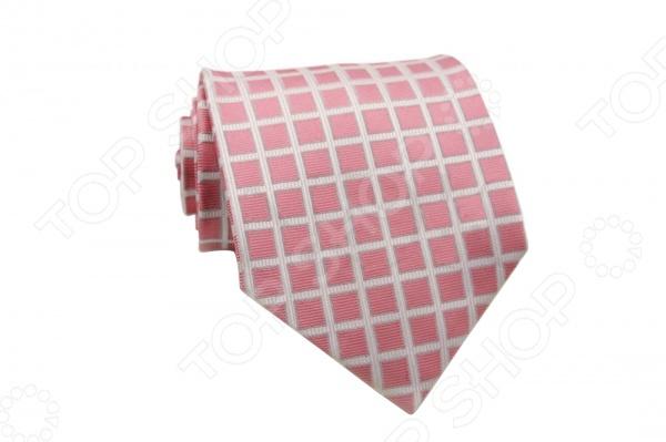 Галстук Mondigo 44249Галстуки. Бабочки. Воротнички<br>Галстук Mondigo 44249 - элегантный мужской галстук, ручной работы из шелка, который обладает хорошими гигиеническими свойствами и особым блеском. Галстук светло-розового цвета, из фактурной ткани имеет оригинальный дизайн в виде крупных клеток. Такой стильный галстук будет очаровательно смотреться с мужскими рубашками темных и светлых оттенков. Дизайн дополнит деловой стиль и придаст изюминку к образу строгого делового костюма.<br>