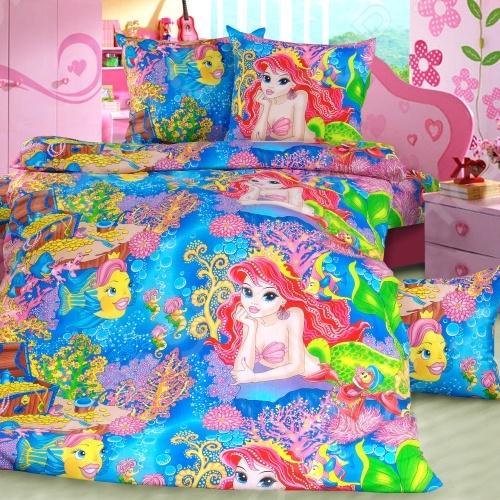 Комплект постельного белья ТексДизайн «Морская сказка». 1,5-спальный1,5-спальные<br>Комплект постельного белья ТексДизайн Морская сказка это сочетание прекрасного качества и стильного современного дизайна. Он внесет яркий акцент в интерьер вашей спальной комнаты, добавит ей элегантности и изысканности. В набор входит пододеяльник, простынь и две наволочки. Составляющие комплекта выполнены из высококачественной бязи и украшены оригинальным принтом. Бязь представляет собой плотную хлопчатобумажную ткань полотняного переплетения. Она отлично зарекомендовала себя в пошиве постельного белья, благодаря своей воздухопроницаемости, легкости и устойчивости к истиранию. Ткани и готовые изделия производятся на современном импортном оборудовании и отвечают европейским стандартам качества. Рекомендуется стирать белье в деликатном режиме без использования агрессивных моющих средств.<br>