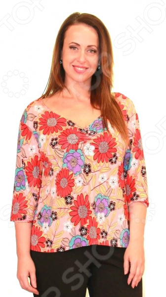 Блуза СВМ-ПРИНТ «Виола»Блузы. Рубашки<br>Блуза СВМ-ПРИНТ Виола это легкая и нежная вещь, которая поможет вам создавать невероятные образы, всегда оставаясь женственной и утонченной. Благодаря отличному дизайну она скроет недостатки фигуры и подчеркнет ее достоинства. Блуза прекрасно смотрится с брюками и юбками. В ней вы будете чувствовать себя блистательно как на работе, так и на вечерней прогулке по городу.  Блуза с ярким цветочным принтом.  V-образный вырез горловины выгодно подчеркивает красоту вашей шеи и зону декольте.  Продается только в телемагазине Top Shop . Блуза сшита из приятной на ощупь ткани, состоящей на 92 из полиэстера с добавлением эластана. Прекрасно выдерживает многократные стирки, не скатывается и не линяет.<br>