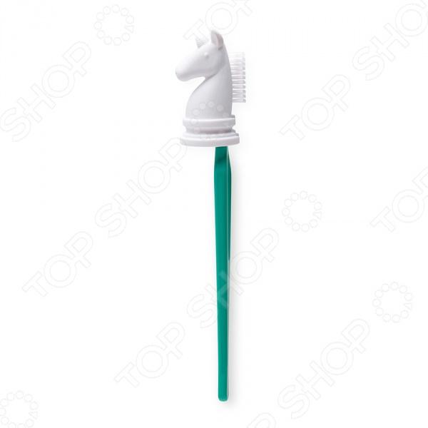 Держатель для зубной щетки OTOTO KnightПолезные мелочи для ванной комнаты и туалета<br>Держатель для зубной щетки OTOTO Knight это не только стильное украшение ванной комнаты, но и функциональное дополнение, которое способно организовать правильное хранение вашей зубной щетки. Держатель выполнен в виде оригинальной силиконовой фигурки шахматного коня, которая крепит щетку к стене при помощи присоски. Такое приспособление позволит вам отказаться от стаканов и подставок, которые оставляют разводы на раковинах и постоянно собирают жидкость на дне.<br>