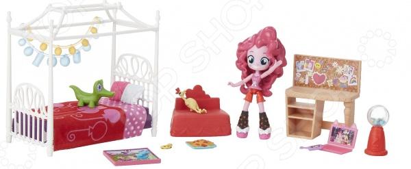Набор кукол Hasbro «Пижамная вечеринка»Куклы<br>Набор кукол Hasbro Пижамная вечеринка будет по достоинству оценена всеми любителями мультфильма My little pony . В комплект входит чудесная кукла Пинки Пай, которая может принимать множество забавных и веселых поз за счет подвижных шарниров. В наборе также представлено множество красочных аксессуаров одеяльце и подушки, стул, стол, гирлянды, ноутбук, телефон и пр. Комплект станет прекрасной основой для увлекательной сюжетной игры, наполненной позитивом Пинки Пай и намечающейся пижамной вечеринки.<br>
