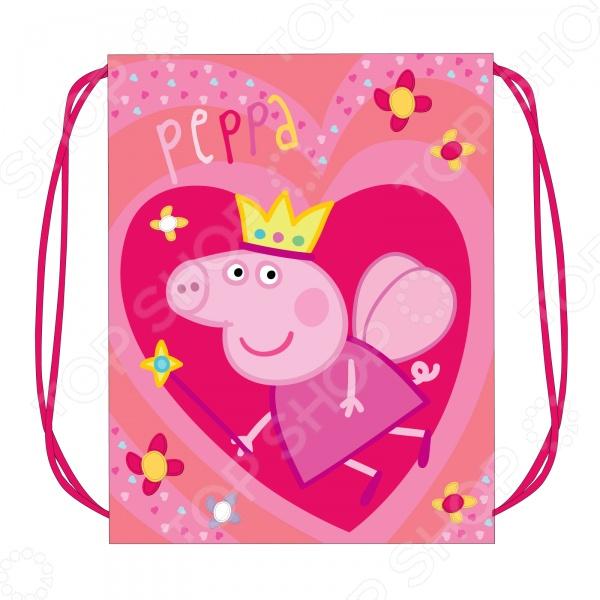 Мешок для обуви Peppa Pig «Свинка Пеппа: Королева»Мешки для обуви<br>Мешок для обуви Peppa Pig Свинка Пеппа: Королева станет важным дополнением к школьному комплекту вашего ребенка. В него легко поместится сменная обувь любого размера, а яркий дизайн подарит хорошее настроение. Аксессуар затягивается шнурками. Мешок изготовлен из износостойкой ткани, что позволит ему верно служить долгое время.<br>
