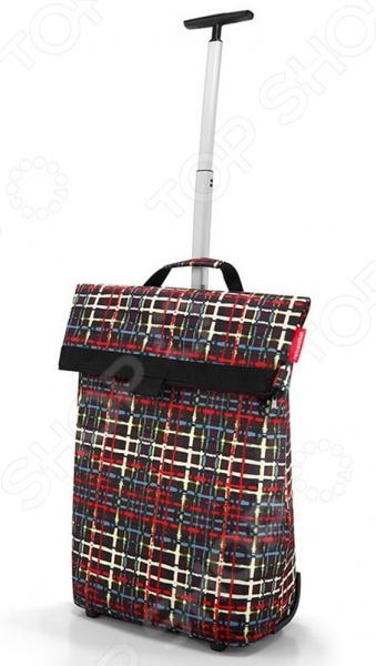 Сумка-тележка на колесах Reisenthel Trolley M Wool это удобная сумка, которая подходит для любых предметов. Откажитесь от пакетов из пластика, ведь вы можете ходить в магазин с такой симпатичной и стильной сумкой! Она складывается в компактный чехол и занимает совсем мало места, но в развернутом виде выдерживает 43 литра. Можно использовать ее для походов в магазин, на работу или учебу, на пикник и для любого повседневного использования. Кромки днища укреплены и защищены от чрезмерных нагрузок, а само дно очень устойчиво.