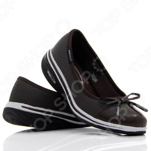 Балетки Walkmaxx 3.0. Цвет: коричневыйКроссовки. Кеды. Мокасины<br>Балетки Walkmaxx 3.0 станут неотъемлемой частью вашего ежедневного гардероба, ведь они прекрасно сочетаются практически с любой одеждой, особенно с джинсами и блейзером. В усовершенствованных балетках от Walkmaxx вы почувствуете грациозность и несравненный комфорт, обеспечиваемый подошвой Walkmaxx, которая идеально подстраивается под вашу стопу при каждом сделанном шаге. Обувь имеет оригинальную округлую подошву Walkmaxx, которая способствует укреплению мышц ног и ягодиц. Стопа, перекатываясь с пятки на носок, находится в постоянном движении, усиливая циркуляцию крови. В результате ноги не затекают. При ходьбе в этих балетках давление перераспределяется с суставов на мышцы, что позволяет терять вес и укреплять свое тело с каждым вашим шагом. Оцените основные преимущества балеток Walkmaxx 3.0:  Удобные, привлекательные и современные: новый яркий дизайн, подчеркивающий изысканность вашего повседневного внешнего вида.  Оригинальная подошва округлой формы Walkmaxx изготовлена из EVA-резиновой смеси, обеспечивающей дополнительную амортизацию.  Стелька из пены с эффектом памяти более эффективно поглощает нагрузку.  Обеспечивают правильное положение стопы.<br>